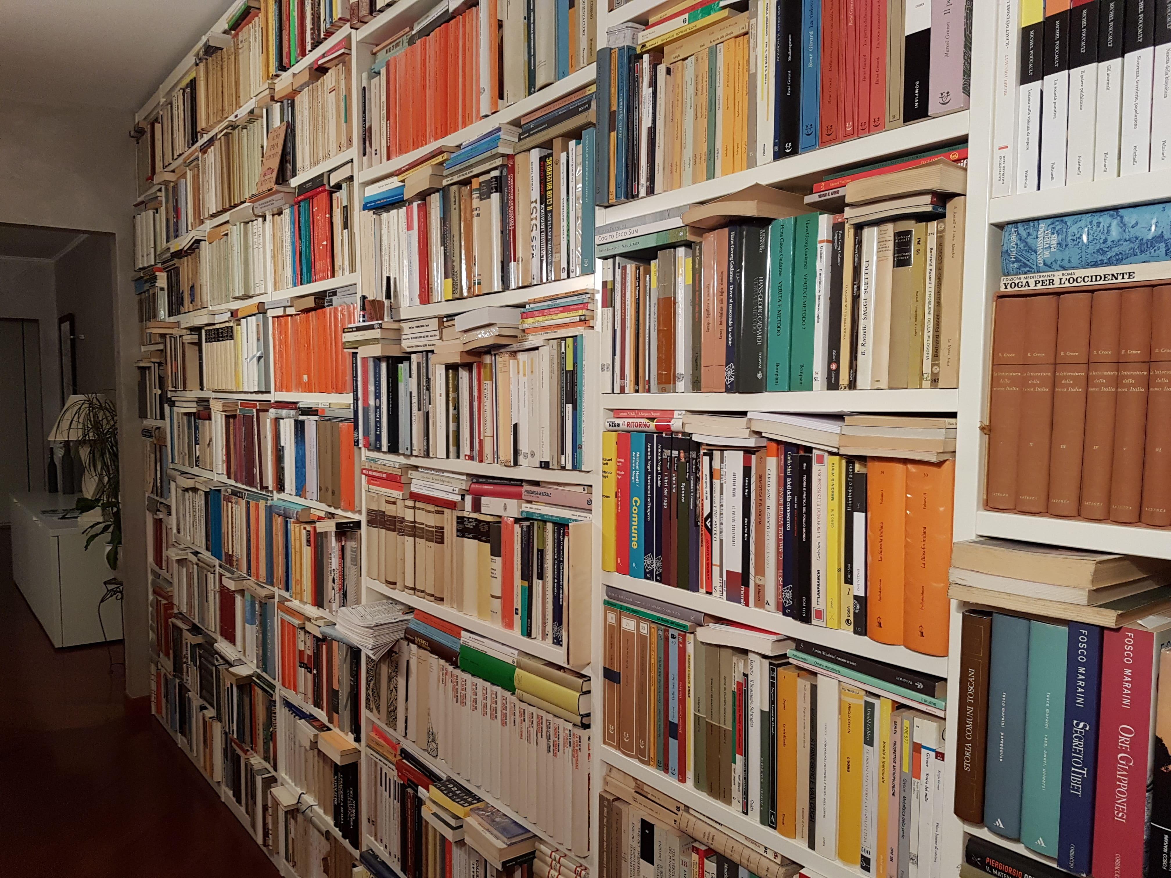 Biblioteca di casa