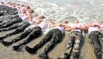 Ben 30 dei 38 soldati dei Navy Seals che hanno preso parte alla pretesa uccisione di Osama bin Laden in Pakistan nelle settimane successive all'operazione sono morti in incidenti vari. (Nella foto: durante un addestramento)